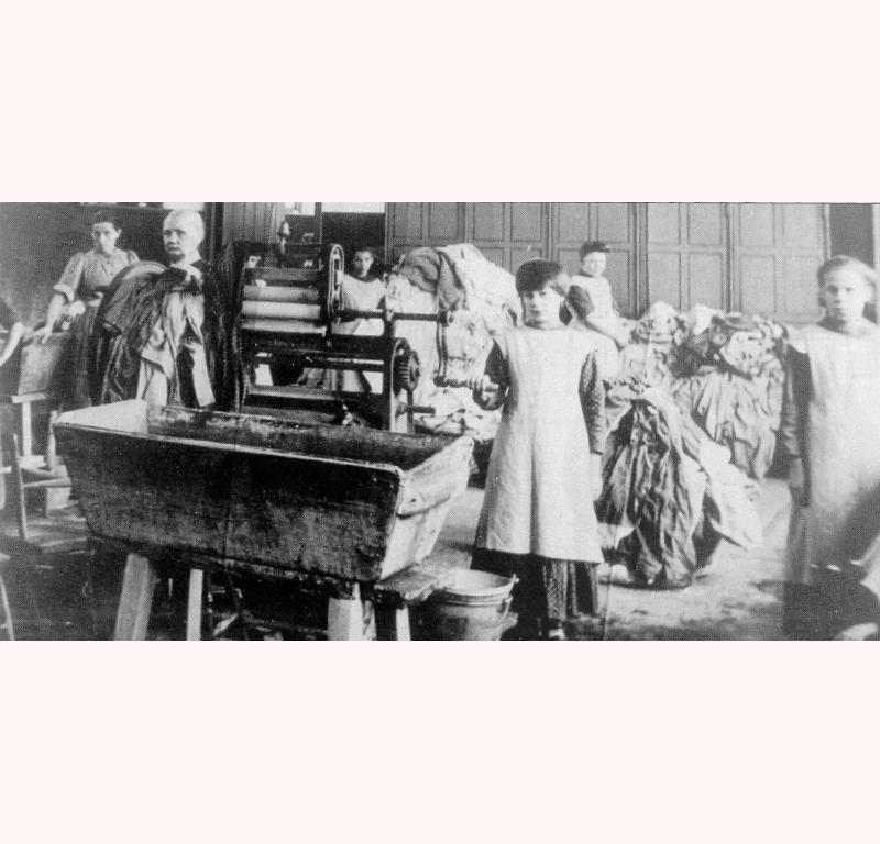 Des «blanchisseuses de Sainte Madeleine» au début du XXe siècle, en Irlande.