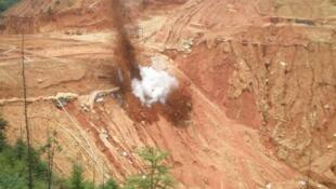 图为中国江西的稀土采矿点