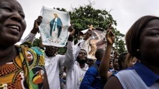 Des fidèles catholiques défilent dans les rues de Kinshasa, en RDC, le 31 décembre 2017.