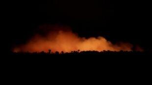 Une vue de la forêt amazonienne en train de brûler, le 17 août 2019, dans l'État d'Amazonas au Brésil.