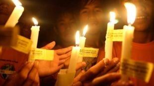 Lễ đốt nến do Liên hiệp quốc tổ chức nhân ngày thông qua Bản tuyên ngôn quốc tế về nhân quyền - Reuters