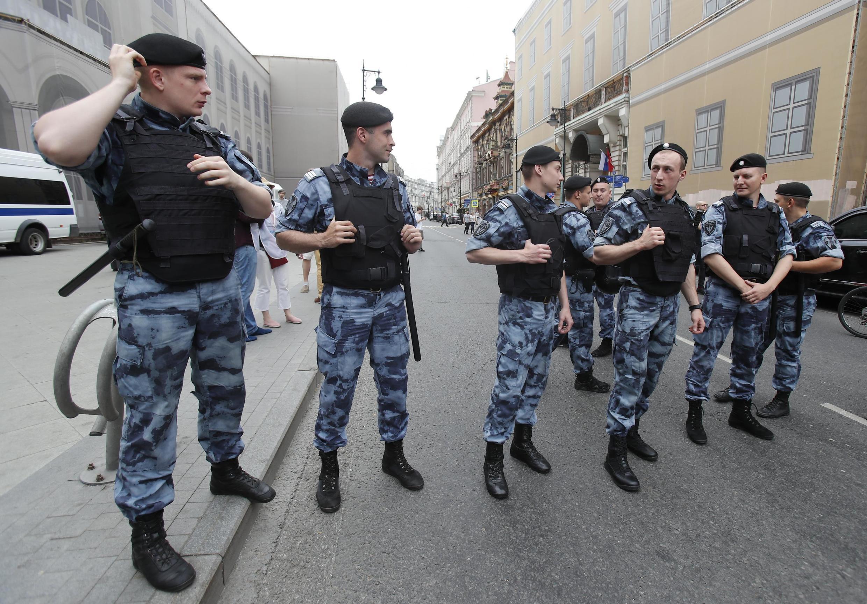 ОМОНовцы на марше в поддержку Ивана Голунова, Москва, 12 июня 2019