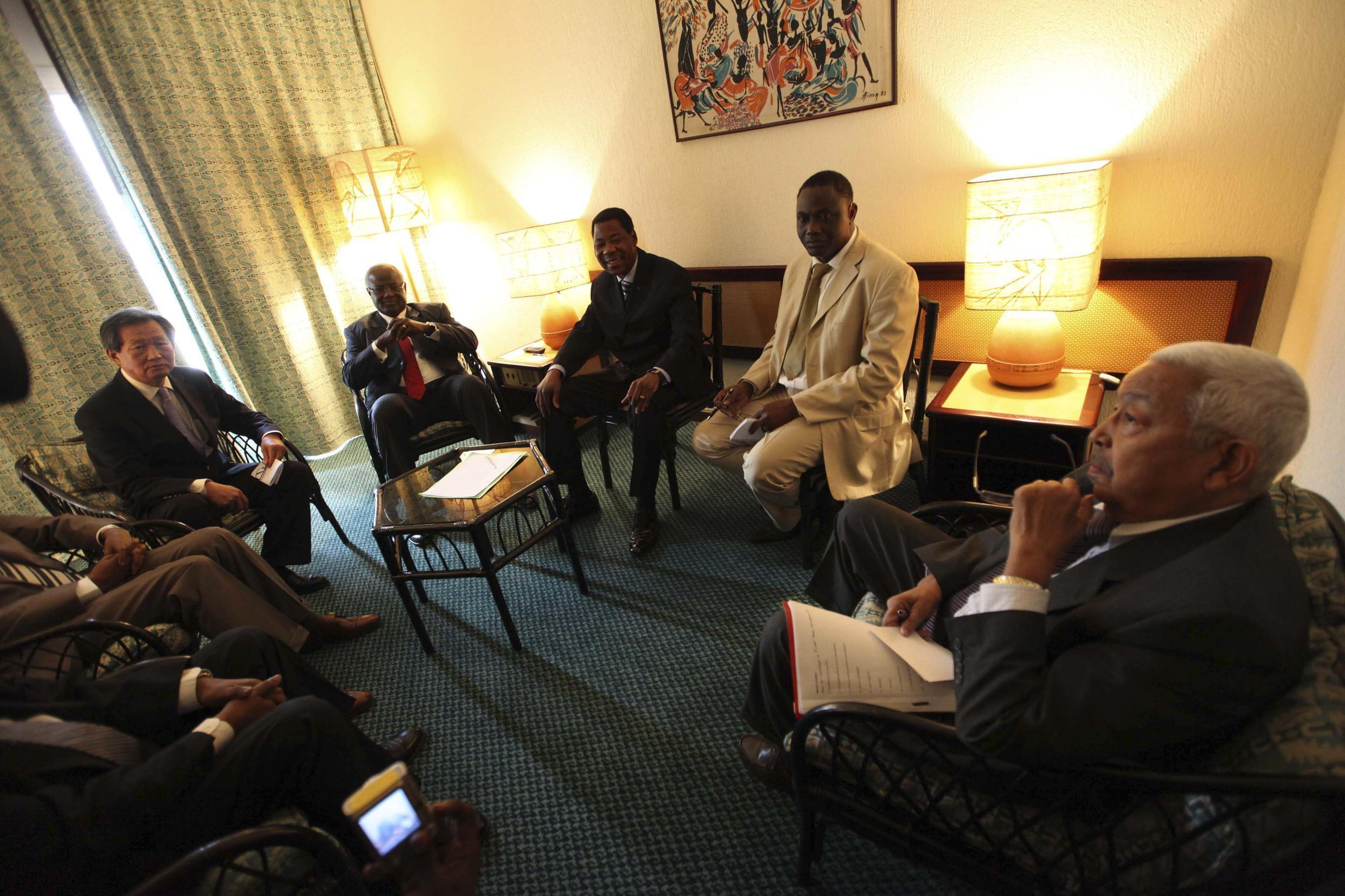 The presidents of Cape Verde, Benin, and Sierra Leone meet with the UN mission chief to Ivory Coast in Abidjan