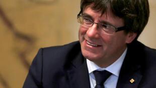 O presidente separatista destituído Carles Puigdemont, viajou para Bruxelas depois de ser denunciado por rebelião e sedição.