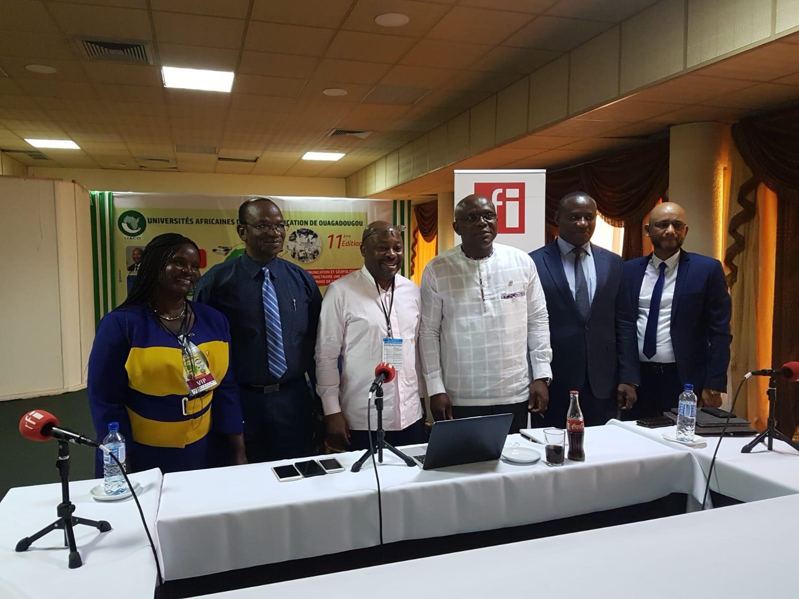 Alain Foka et ses invités, lors de l'enregistrement du débat africain à Ouagadougou, le 26 novembre 2019.