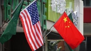 Quốc kỳ Mỹ - Trung Quốc.