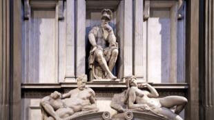 Tombe de Laurent, sculpture de Michel-Ange dans la Sacristie neuve dans la Basilique de San Lorenzo.