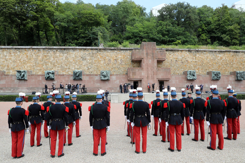 """80-летие призыва Шарля де Голля к Сопротивлению. Церемония в """"Мемориале сражающейся Франции"""". Крепость Мон-Валерьен, 18 июня 2020"""