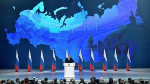 Владимир Путин во время выступления перед Федеральным собранием