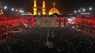 Le grand pèlerinage chiite annuel vers le tombeau de l'imam Hussein a lieu à Kerbala, à 110 km au sud de Bagdad.