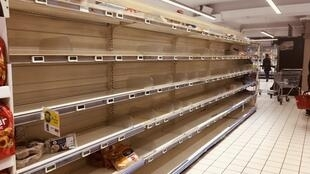 2020_03_17 empty bread shelves in Paris store after panic buying
