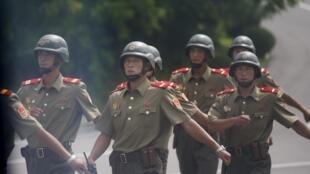 Integrantes do exército norte-coreano.