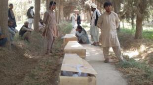 Wasu 'yan uwan wadanda harin Taliban ya rutsa da su.