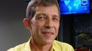 Thierry jeannot en los estudios de RFI.
