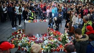 Cerimónia em memória das vítimas em Halle, na Alemanha a 10 de Outubro de 2019.