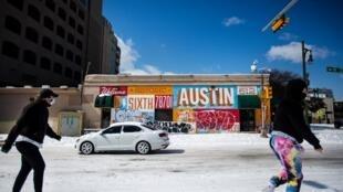 La capitale texane, Austin, s'est elle aussi retrouvée sous un manteau de neige inhabituel, depuis dimanche 14 février 2021.