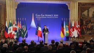 O presidente Nicolas Sarkozy discursando durante o último Fórum do G-20 na França.