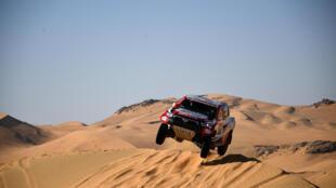 Le Sud-Africain Giniel de Villiers (Toyota) et son copilote espagnol Alex Bravo Haro lors de la 2e étape du Dakar, entre Bisha et Wadi Ad-Dawasir en Arabie Saoudite, le 4 janvier 2021