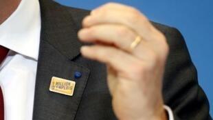 """The Medef's  """"One million jobs"""" badge"""