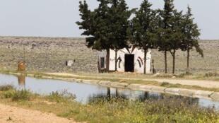 Un poste de l'armée syrienne dans le village de Qasr, à la frontière entre la Syrie et le Liban.