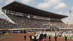 Le Stade Barthélemy Boganda de Bangui en 2015, lors de la visite du Pape François.