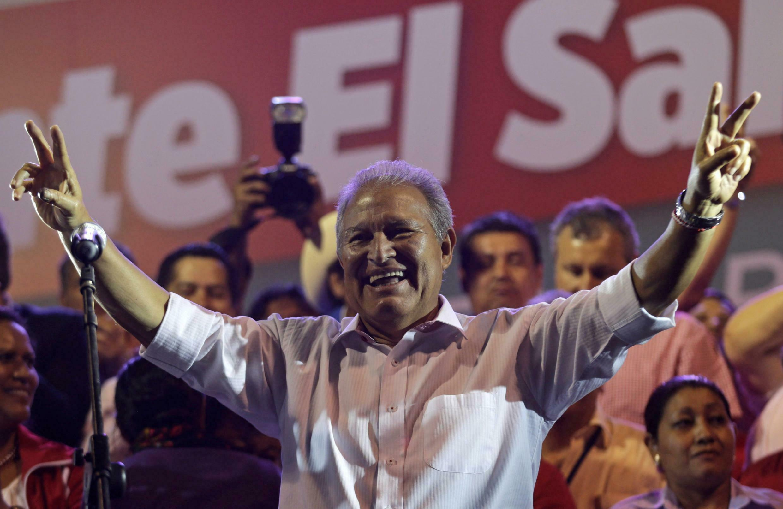 Salvador Sánchez Cerén, ex presidente salvadoreño miembro del Frente Farabundo Martí de liberación Nacional  FMLN tras haber sido electo en 2009