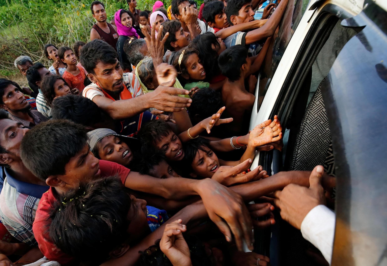 به گفته منابع سازمان ملل روز دوشنبه بزرگترین رقم پناهجویان در روزهای اخیر یعنی حدود ۳۷ هزار نفر از مرزهای میانمار وارد بنگلادش شدند.