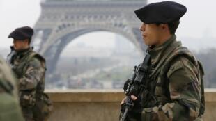 Projeto de lei de luta anti terrorista deve ser apresentado no conselho de ministros francês.