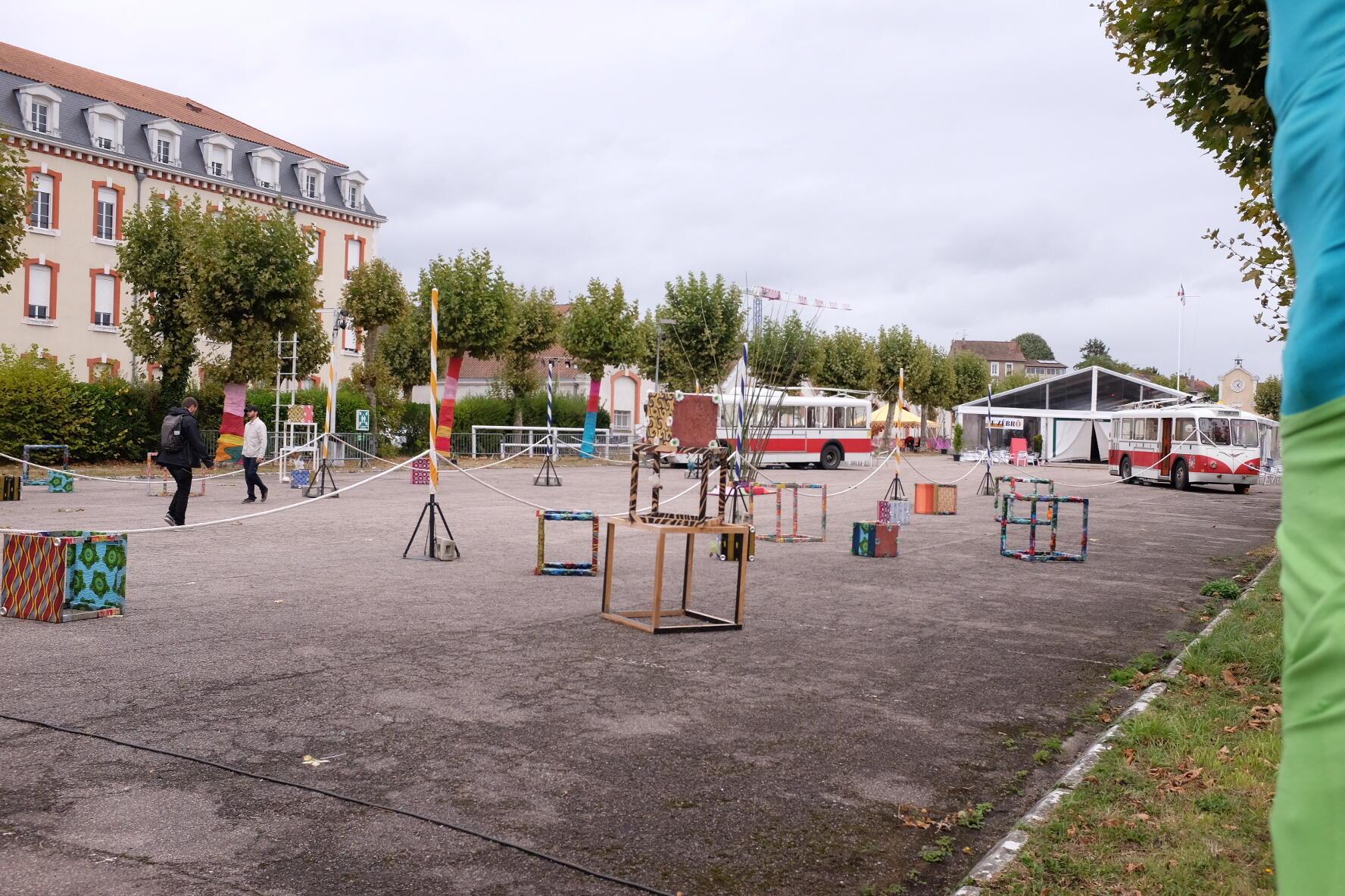 La cour de l'ancienne caserne Marceau, le nouveau cœur des « Francophonies », avant l'ouverture du festival « Les Zébrures d'automne », le 25 septembre, à Limoges.