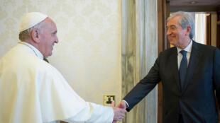 Аудитор Либеро Милоне (справа) утверждает, что высокопоставленные церковники 18 месяцев не допускали его к Папе