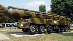 Véhicule lance-missile SS-20 russe dans un musée ukrainien. Cette arme est à l'origine du traité INF de 1987.