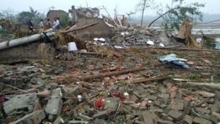 江苏省盐城多个地区6月23日遭龙卷风和冰雹突袭严重受损。