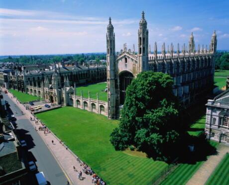 L'Université de Cambridge au Royaume-Uni.