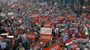 Tuần hành ủng hộ liên minh cánh hữu tại Budapest, Hungary, 29/03/2014 - REUTERS