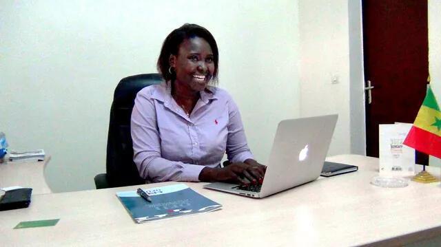 Soad Diouf, dans son cabinet d'audit énergétique à Dakar. Après avoir étudié à Rouen, elle a choisi de venir travailler au Sénégal.