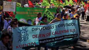 Une marche était organisée  par l'Eglise contre l'exploitation minière au Salvador à San Salvador, El Salvador 9 mars 2017
