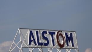 Logo d'Alstom sur le toit de l'usine de Reichshoffen, dans le nord-est de la France, le 24 avril 2014.