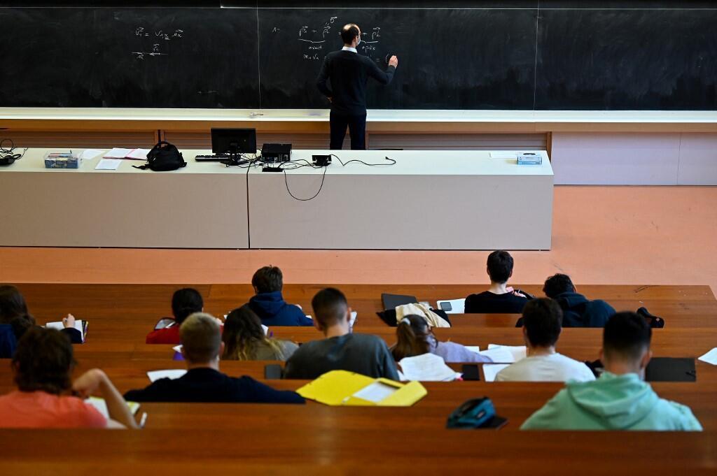 Image RFI Archive - Des étudiants à l'Université