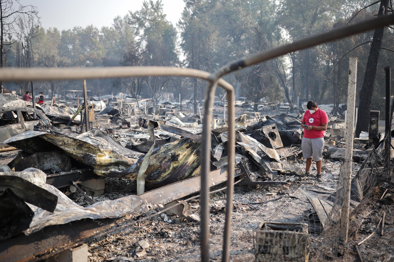 Последствия лесных пожаров недалеко от города Финикс, штат Орегон, 10 сентября 2020 г.