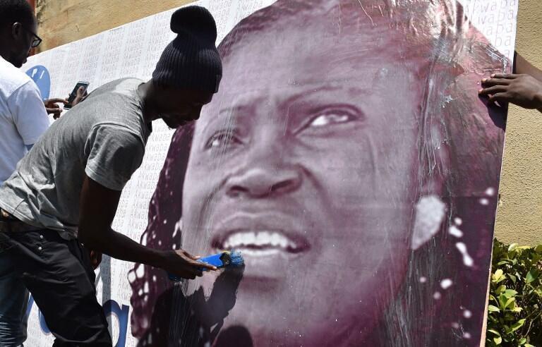 Une affiche de Simone Gbagbo collée dans une rue d'Abidjan, le jour de sa libération, le 8 août 2018.