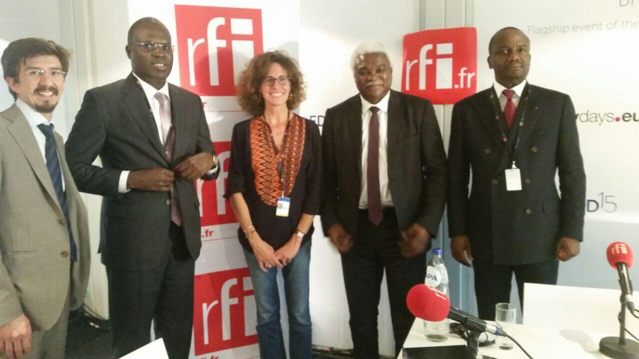 Nos invités, de gauche à droite: Alexandre Polack, porte-parole de la Commission européenne ; Khalifa Sall, maire de Dakar ; Jean-Pierre Elong-Mbassi, secrétaire général de CGLU Afrique et Philippe Camille Akoa, directeur du FEICOM.