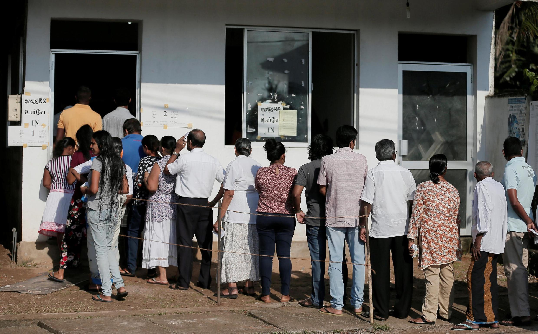 Alors que les files de votants s'allongent dans le pays, une attaque a eu lieu sur un bus qui transportait des électeurs musulmans.