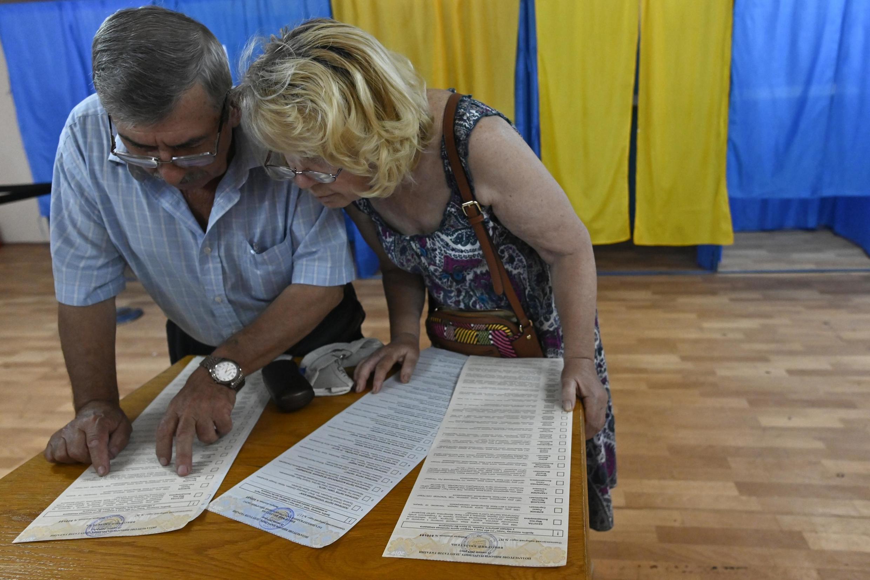 Голосование на избирательном участке в Киеве. 21.07.2019