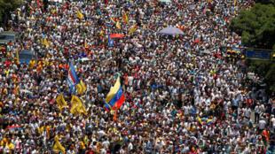Protestos massivos voltam a tomar conta da Venezuela