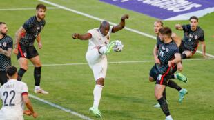 L'attaquant belge Romelu Lukaku (c) buteur lors du match amical contre la Croatie, à Bruxelles, le 6 juin 2021