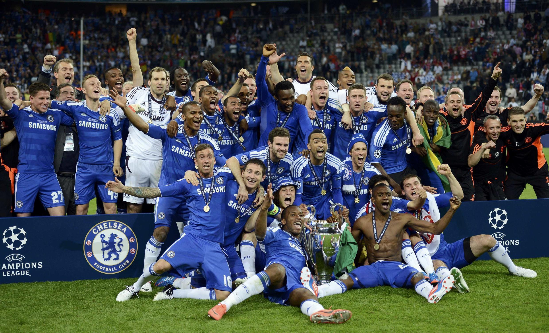 Jogadores do Chelsea comemoram a conquista inédita da Liga dos Campeões da Europa.
