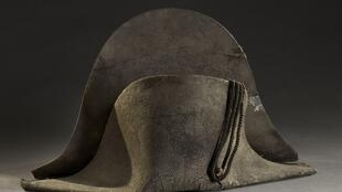 The hat thought to have belonged to Napoleon Bonaparte was sold for 350,000 euros at an auction in France.