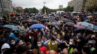 De nombreux manifestants se sont rassemblés à Moscou, le 15 juillet 2020, pour protester contre la réforme constitutionnelle.
