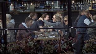 restaurant suede covid_AP20095589027478