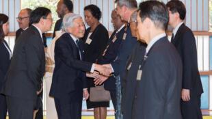 图为日本天皇在皇宫会见太平洋岛屿峰会与会国领袖